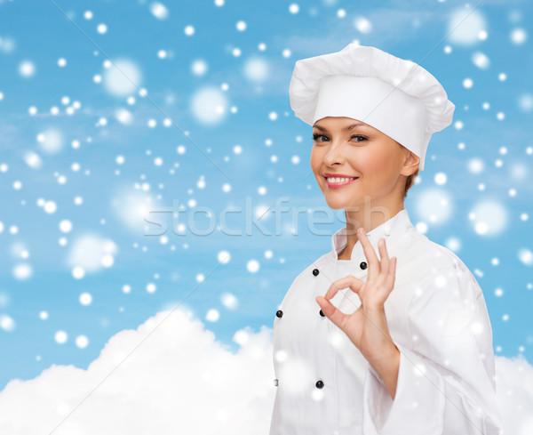 Lächelnd weiblichen Küchenchef Handzeichen Stock foto © dolgachov