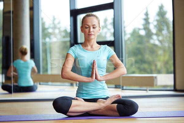 счастливым женщину Lotus создают фитнес Сток-фото © dolgachov