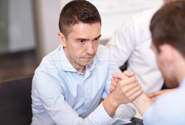 üzletemberek szkander iroda üzletemberek válság konfrontáció Stock fotó © dolgachov