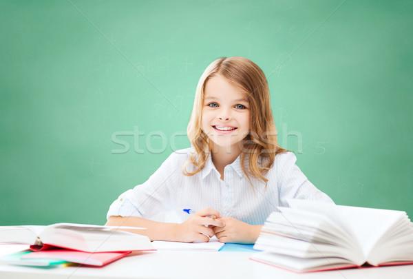 Photo stock: Fille · heureuse · livres · portable · école · éducation · personnes