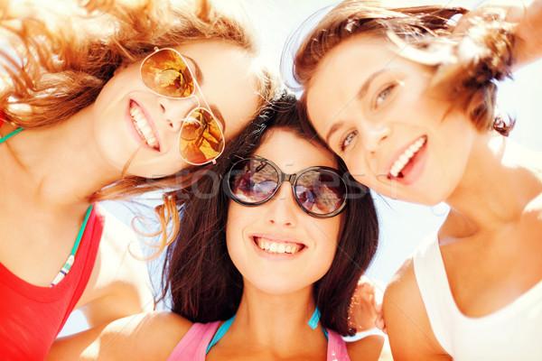 Ninas caras mirando hacia abajo verano vacaciones vacaciones Foto stock © dolgachov