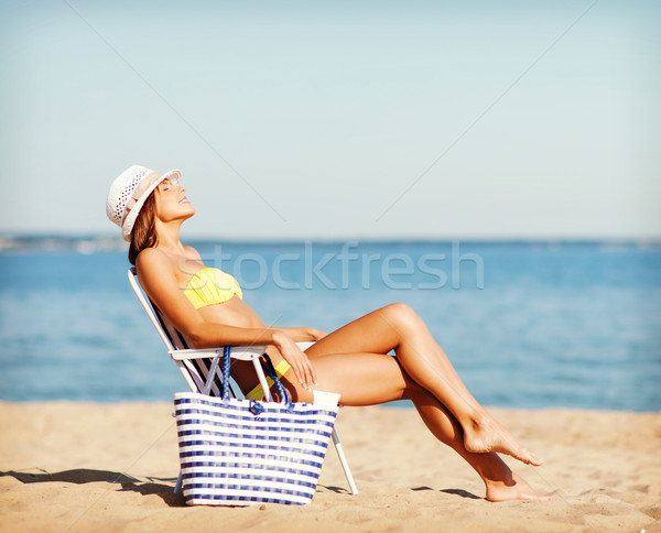 Mädchen Sonnenbaden Strandkorb Sommer Feiertage Urlaub Stock foto © dolgachov