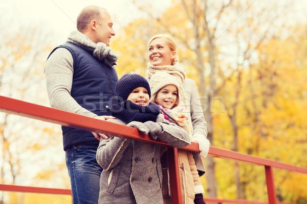 Foto stock: Familia · feliz · otono · parque · familia · infancia · temporada