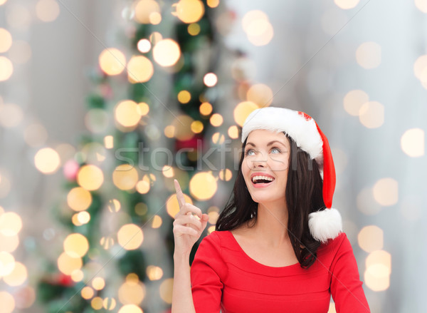Glimlachende vrouw helper hoed winter vakantie Stockfoto © dolgachov