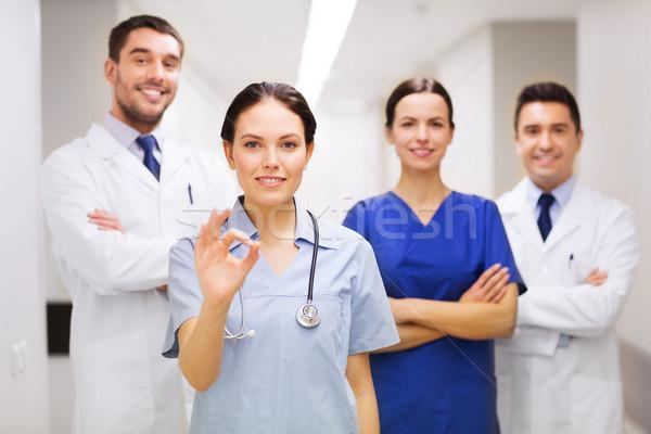 Csoport kórház mutat ok kézjel klinika Stock fotó © dolgachov