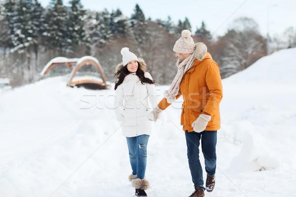 Szczęśliwy para spaceru zimą ludzi sezon Zdjęcia stock © dolgachov