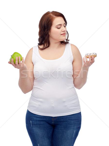 Młodych plus size kobieta jabłko cookie Zdjęcia stock © dolgachov