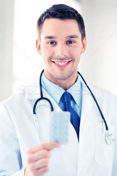 молодые мужской доктор Pack таблетки фотография семьи Сток-фото © dolgachov
