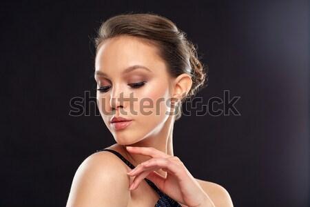 Közelkép gyönyörű ázsiai nő fülbevaló szépség Stock fotó © dolgachov