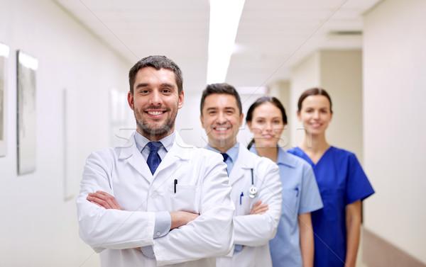 Csoport boldog orvosok kórház klinika hivatás Stock fotó © dolgachov