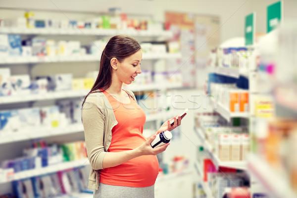 Gelukkig zwangere vrouw smartphone apotheek zwangerschap geneeskunde Stockfoto © dolgachov