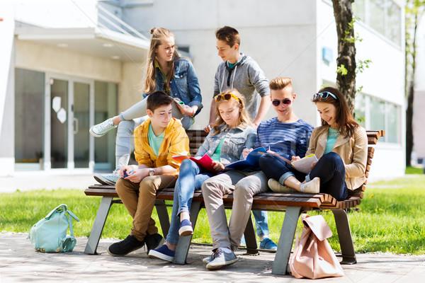 Grupo estudantes escolas educação escola secundária Foto stock © dolgachov