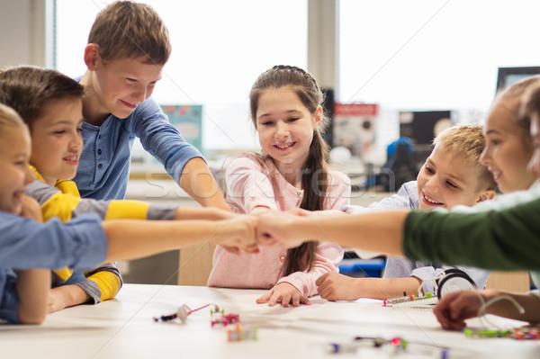 Gelukkig kinderen vuist buil robotica Stockfoto © dolgachov