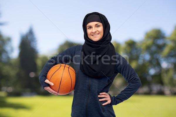 Mutlu Müslüman kadın başörtüsü basketbol spor Stok fotoğraf © dolgachov