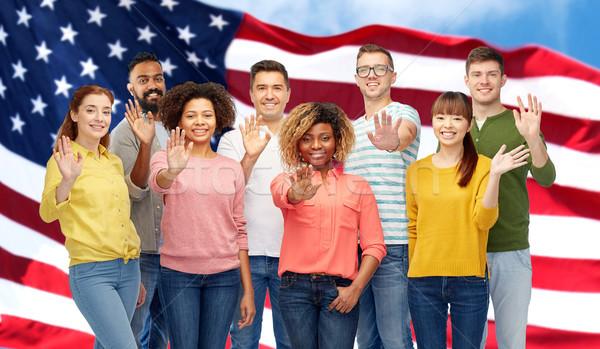 Internationaux groupe gens heureux main diversité Photo stock © dolgachov