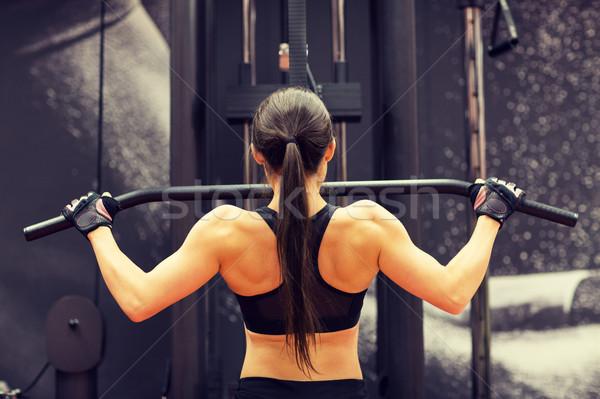 ストックフォト: 女性 · 筋肉 · ケーブル · マシン · ジム · スポーツ