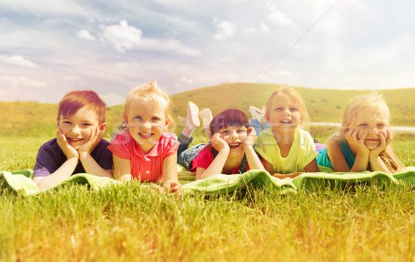 Grupo crianças cobertor cobrir ao ar livre verão Foto stock © dolgachov