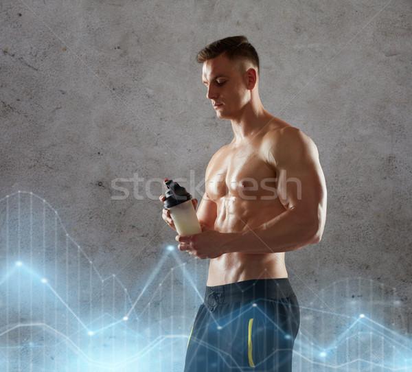 Joven proteína Shake botella deporte Foto stock © dolgachov