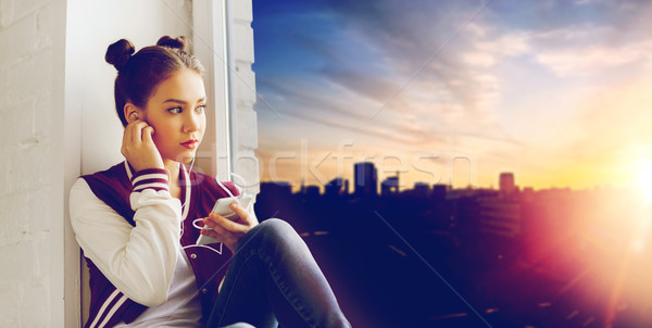 Tienermeisje smartphone mensen technologie tieners Stockfoto © dolgachov