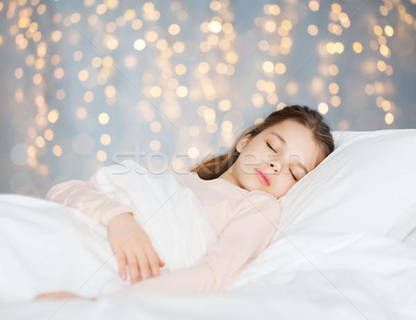 Meisje slapen bed vakantie lichten mensen Stockfoto © dolgachov