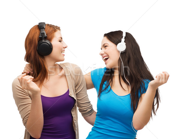 Dos riendo ninas auriculares música tecnología Foto stock © dolgachov