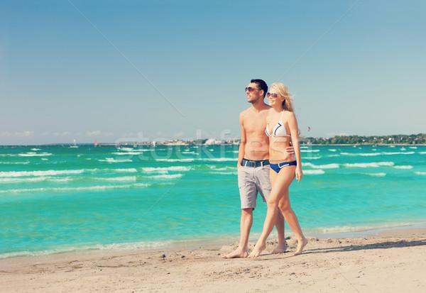 Paar lopen strand foto gelukkig vrouw Stockfoto © dolgachov