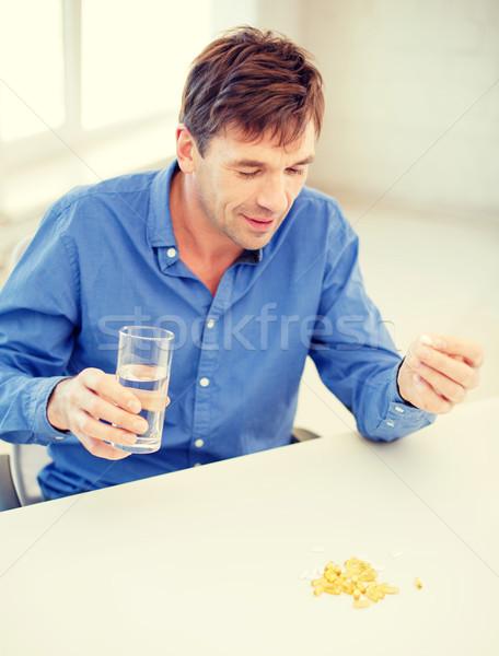 Malade homme pilules maison santé Photo stock © dolgachov