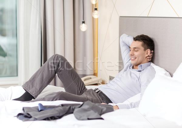 Boldog üzletasszony ágy hotelszoba üzlet technológia Stock fotó © dolgachov
