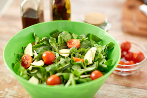 Insalatiera spezie tavolo da cucina cibo vegetariano Foto d'archivio © dolgachov
