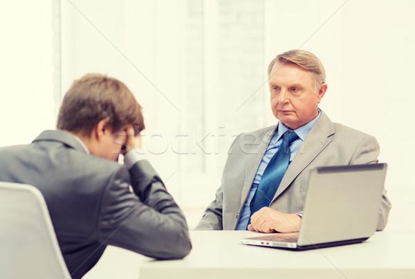Człowiek młody człowiek argument biuro działalności Zdjęcia stock © dolgachov