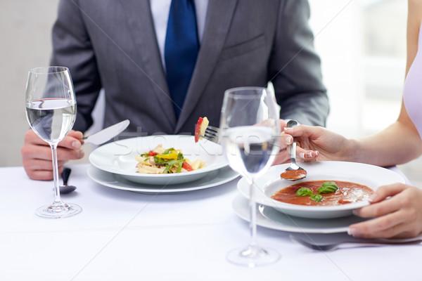 Pareja comer aperitivos restaurante restaurante de comida Foto stock © dolgachov