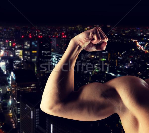 Joven bíceps deporte Foto stock © dolgachov