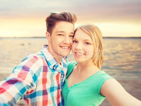Uśmiechnięty para smartphone lata plaży ludzi Zdjęcia stock © dolgachov