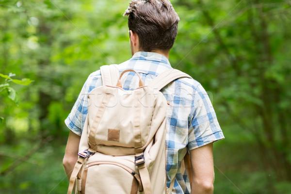 Moço mochila caminhadas mata aventura viajar Foto stock © dolgachov