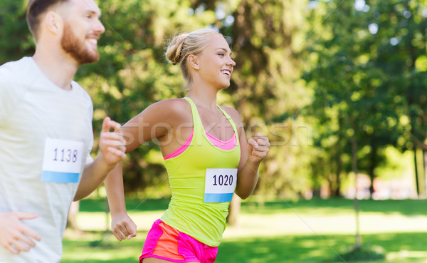 Feliz Pareja carreras placa números fitness Foto stock © dolgachov