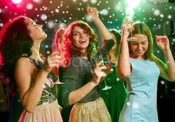 Mosolyog barátok szemüveg pezsgő klub új év Stock fotó © dolgachov