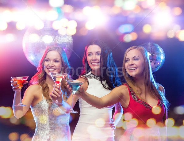 Sonriendo mujeres cócteles club nocturno vacaciones vida nocturna Foto stock © dolgachov
