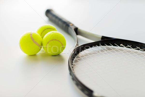 Közelkép teniszütő golyók sport fitnessz egészséges életmód Stock fotó © dolgachov