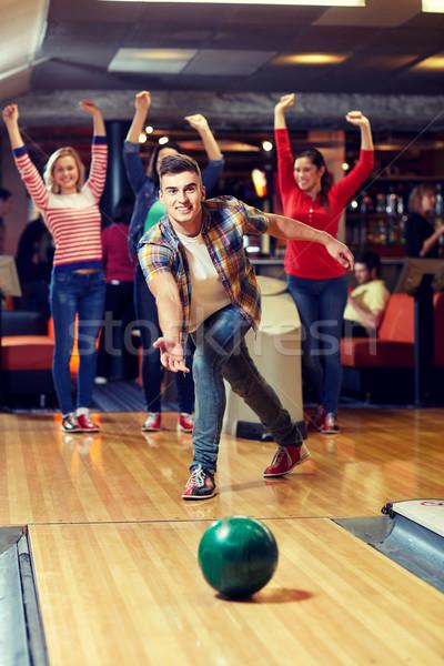 Photo stock: Heureux · jeune · homme · balle · bowling · club