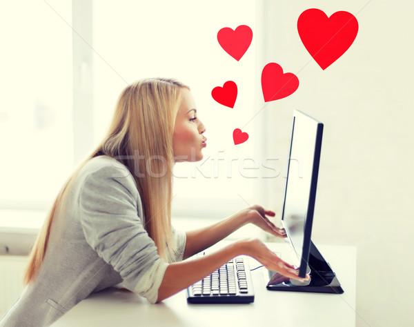 Kadın bilgisayar monitörü sanal çevrimiçi Stok fotoğraf © dolgachov