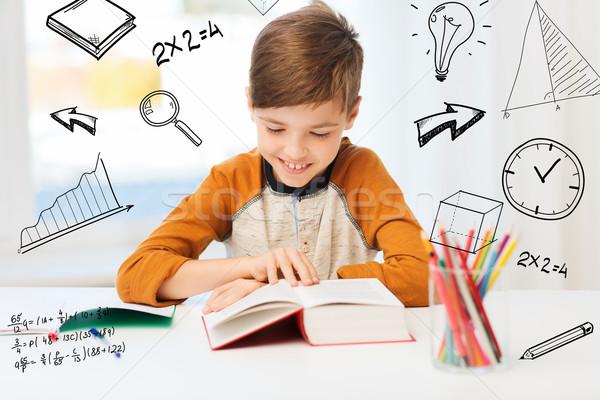 Stockfoto: Glimlachend · student · jongen · lezing · boek · home