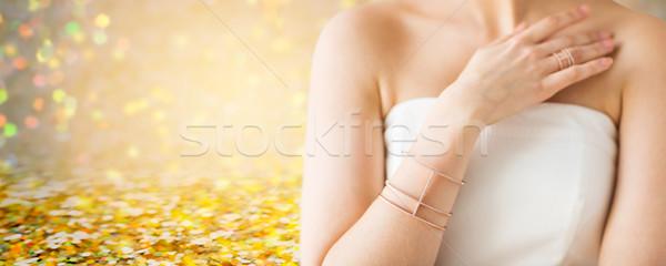 Közelkép gyönyörű nő gyűrű karkötő báj szépség Stock fotó © dolgachov