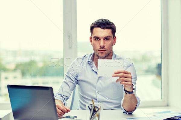 Empresário papel em branco cartão escritório pessoas de negócios Foto stock © dolgachov