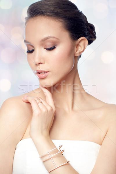 Piękna asian kobieta pierścień bransoletka piękna Zdjęcia stock © dolgachov