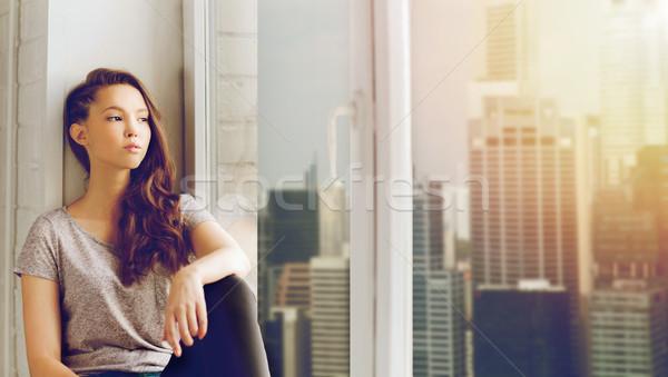 Stock fotó: Szomorú · csinos · tinilány · ül · ablakpárkány · emberek