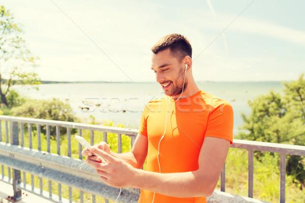 Sonriendo joven fitness deporte Foto stock © dolgachov