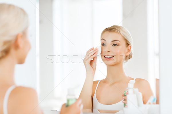 Lozione lavaggio faccia bagno bellezza Foto d'archivio © dolgachov