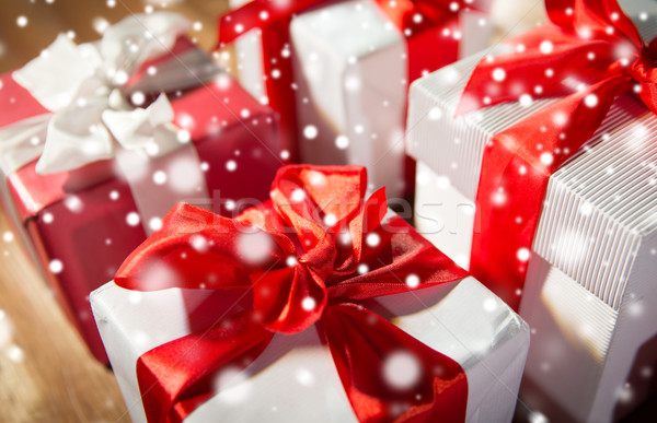 Közelkép ajándékdobozok fapadló karácsony ünnepek ajándékok Stock fotó © dolgachov