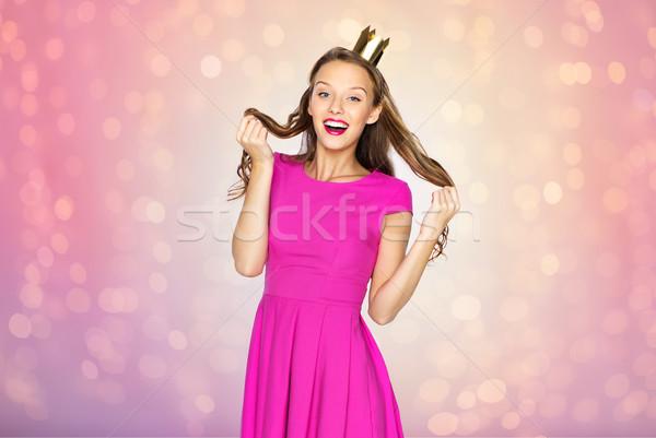 Szczęśliwy młoda kobieta teen girl princess korony ludzi Zdjęcia stock © dolgachov