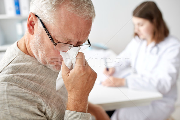 ストックフォト: シニア · 男 · 鼻をかむ · 医師 · 病院 · 薬